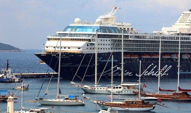 Yachtcharter kontra Kreuzfahrtschiff